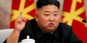 El líder de Corea del Norte Kim Jong-un prohibe los jeans ajustados pues representan un modelo capitalista