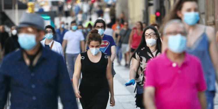 Este será el último fin de semana con mascarillas en los espacios al aire libre en España