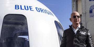 Jeff Bezos es el segundo multimillonario en hacer turismo espacial después de que Richard Branson regresara a la Tierra el pasado 11 de julio