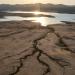 El lecho del lago queda expuesto a medida que los niveles del agua retroceden en el lago Folsom afectado por la sequía. California / Los Angeles Times