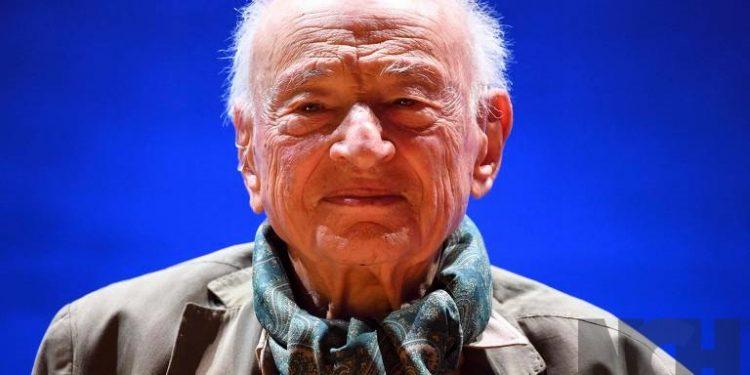 """Edgar Morin entrega sus """"Lecciones de un siglo de vida"""" en su nuevo libro que transmite las lecciones aprendidas de su experiencia centenaria"""