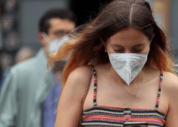 El uso de las mascarillas es una de las medidas más económicas para frenar los contagios de la COVID-19