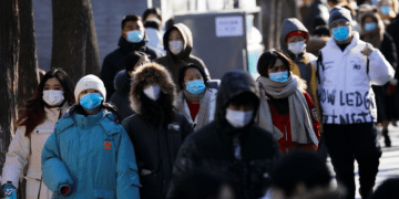 La OMS informó que casi todas las regiones del mundo presentaron menos contagios por COVID-19 esta semana que la pasada
