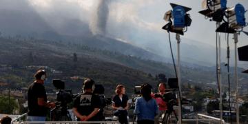 La erupción del volcán de La Palma incentiva el despliegue de los medios de comunicación en la isla