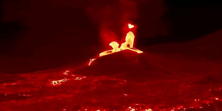 La lava de la erupción del volcán de Cumbre Vieja ha devastado más de 470 hectáreas y la ceniza llega a Tenerife
