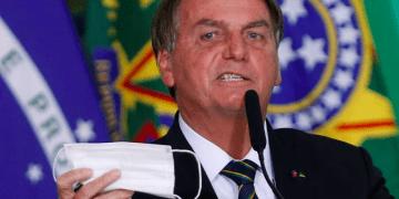 Informe del Senado de Brasil acusa de homicidio a Jair Bolsonaro por dejar vulnerable a la población durante la pandemia.