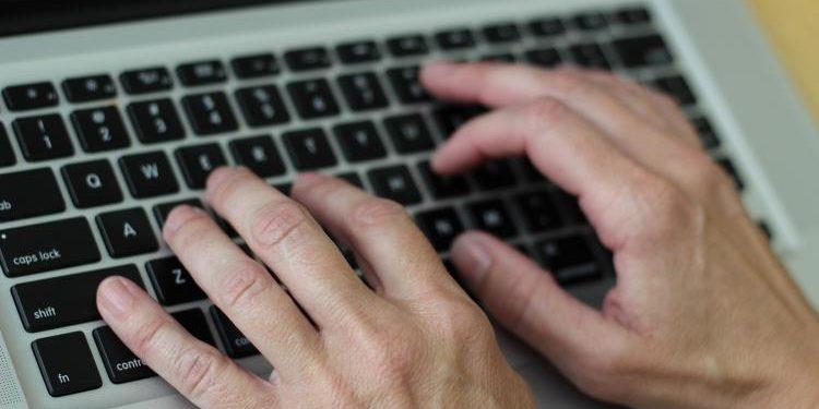 El Gobierno valenciano contrata Themis, un software basado en Inteligencia Artificial que transforma textos a lenguaje inclusivo de género